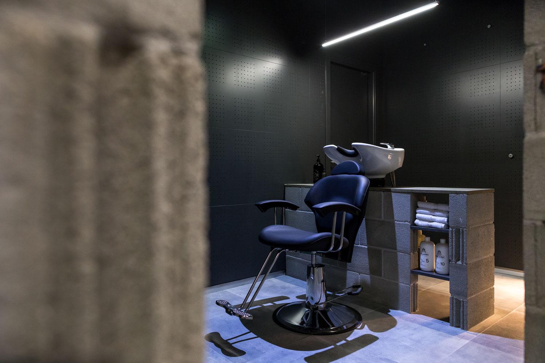 fotografía comercial de zona lavacabezas en barbería moderna vigo